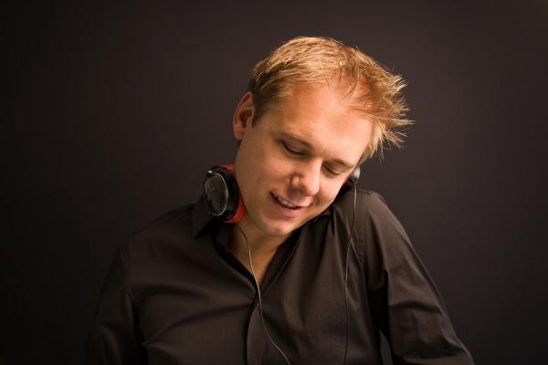 Новый клип Армина Ван Бюрена (Armin Van Buuren) – Save My Night