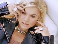 Клип Келли Кларксон (Kelly Clarkson) — Invincible