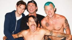 Клип группы Red Hot Chili Peppers — Dark Necessities