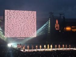 Бейонсе объявила минуту молчания на концерте в Глазго