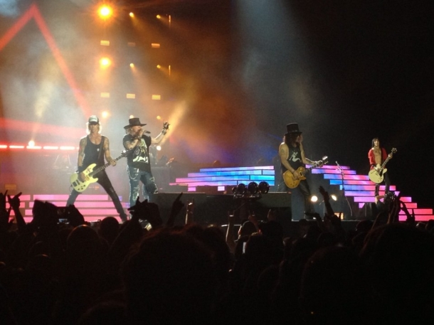 У Guns N' Roses проблемы с оружием