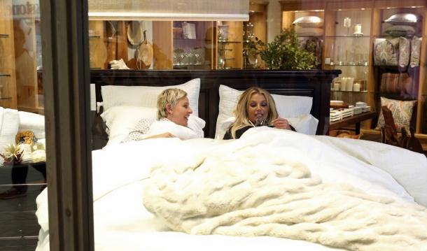 Бритни Спирс «отметелила» боксерскую грушу в торговом центре. Это было только начало…