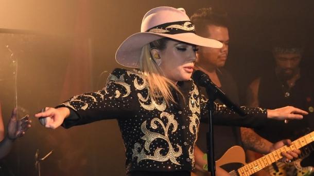 Леди Гага представила три новые записи