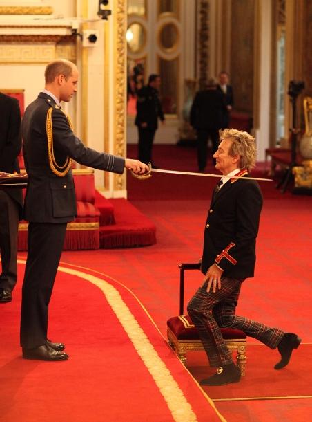 Род Стюарт получил рыцарское звание