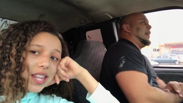 Записала своего папу, как он поет в машине. Хит сети!