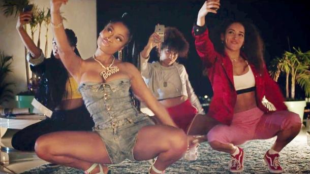 Major Lazer, Nicki Minaj и зависимость от смартфонов (видеоклип Run Up)
