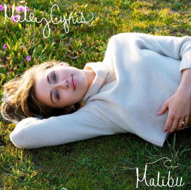 Обновленная Майли Сайрус в клипе «Малибу»
