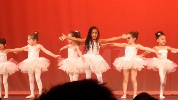 Танцующая дочь Бейонсе и Jay-Z покоряет сеть