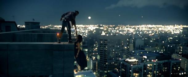 Рианна висит на небоскребе в клипе Loyalty Кендрика Ламара