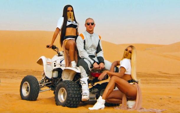 Major Lazer в пустыне: видеоклип Sua Cara