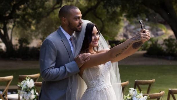 Деми Ловато в свадебном наряде: интрига раскрыта!