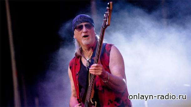 Надоело ли басисту Deep Purple играть «Smoke On The Water»?