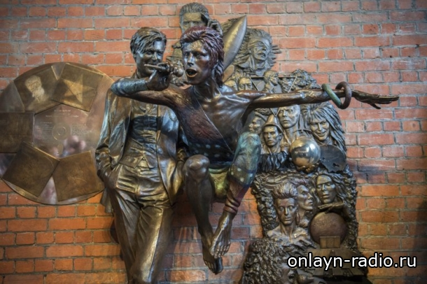 Памятник Дэвиду Боуи осквернен через 48 часов после открытия