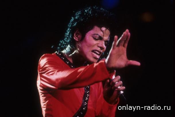 Исполняет ли Майкл Джексон песни в альбоме «Michael»?