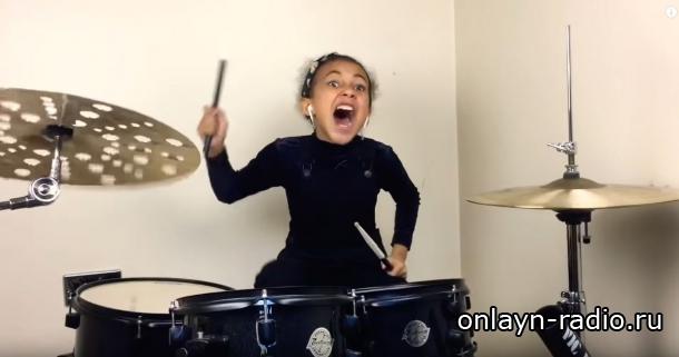 9-летняя девочка сыграла кавер на хит группы Nirvana на барабанах. Видео посмотрели миллионы