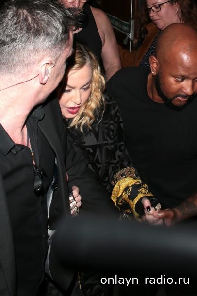 Что происходит с Мадонной? Отменен очередной концерт. Врачи запрещают ей выступать