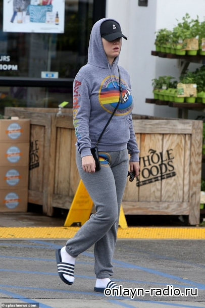 Беременная Кэти Перри запасается продуктами с Орландо Блумом в Лос-Анджелесе на фоне советов практиковать социальное дистанцирование