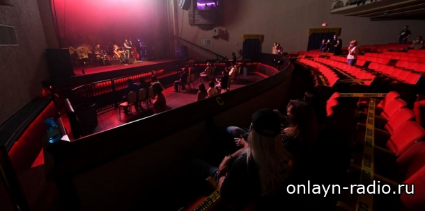 В США состоялся первый концерт по новым правилам. Вот как он выглядел (видео)