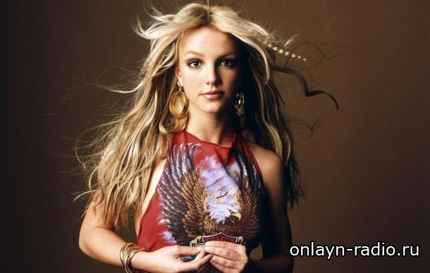 Бритни Спирс празднует победу со своим знаменитым синглом «Baby One More Time»