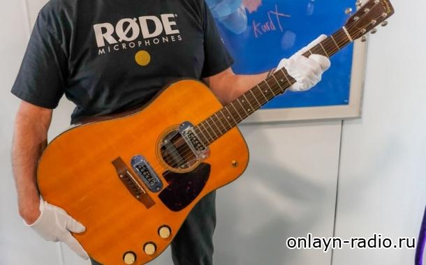Новый владелец легендарной гитары Курта Кобейна (Nirvana) рассказывает, что он будет делать с инструментом